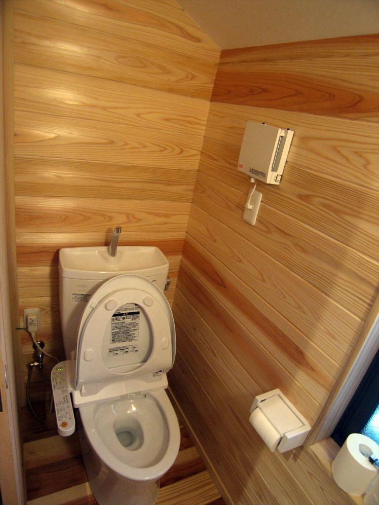 杉羽目板トイレ