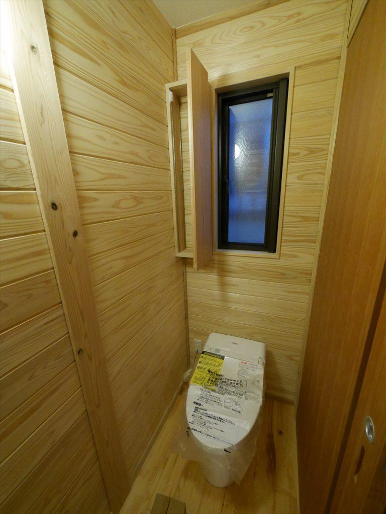 トイレ収納縦型